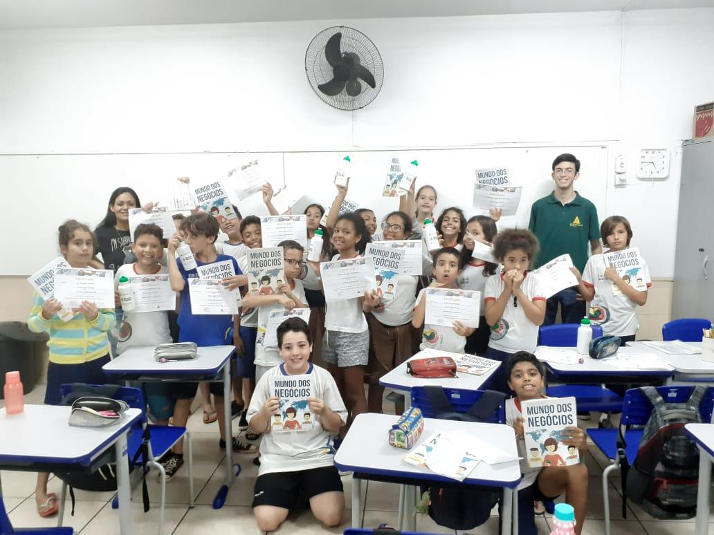 Estudantes do 5º ano aprendem sobre Negócios