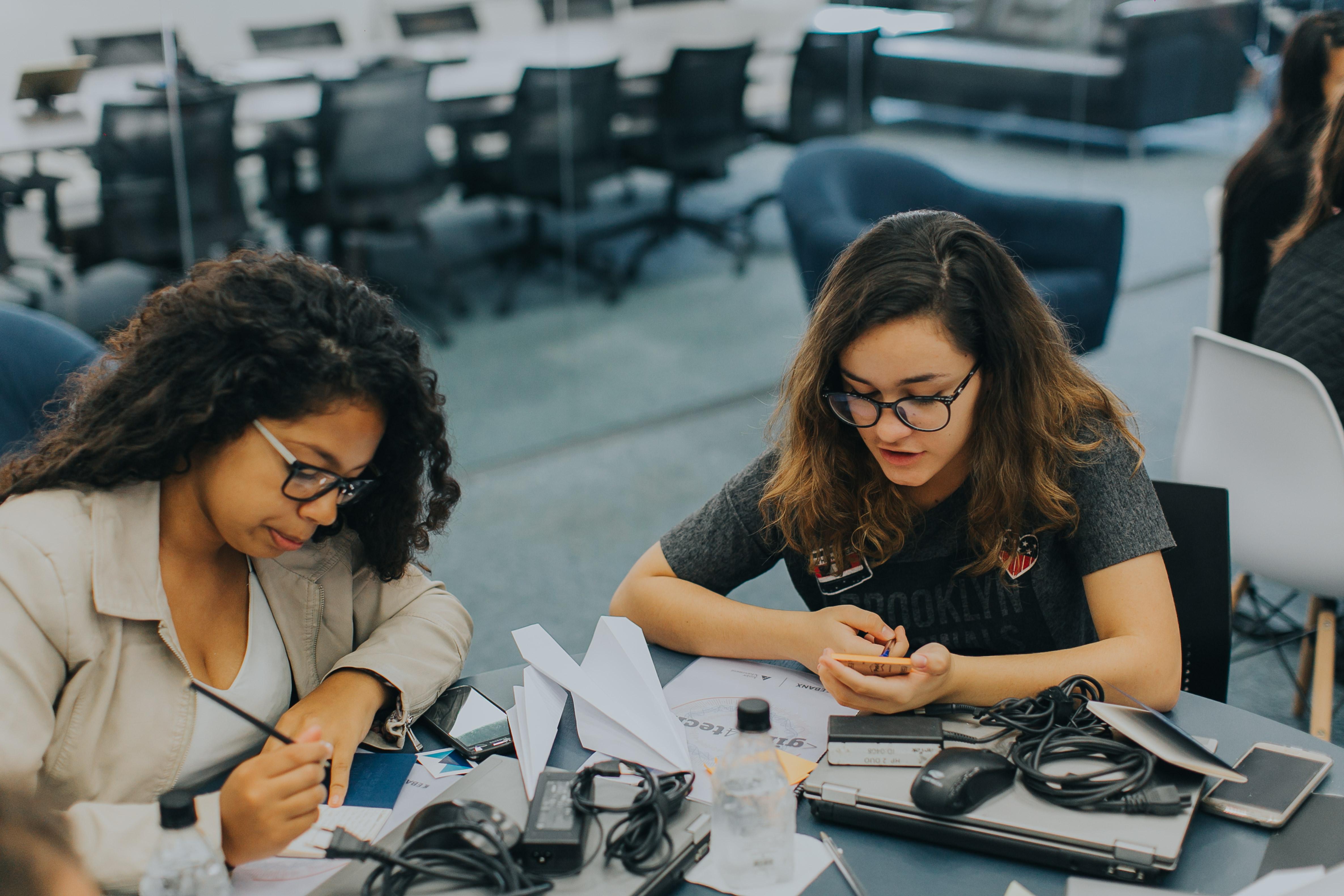 JA Brasil e StartSe mobilizam doações para ensinar empreendedorismo a jovens da rede pública