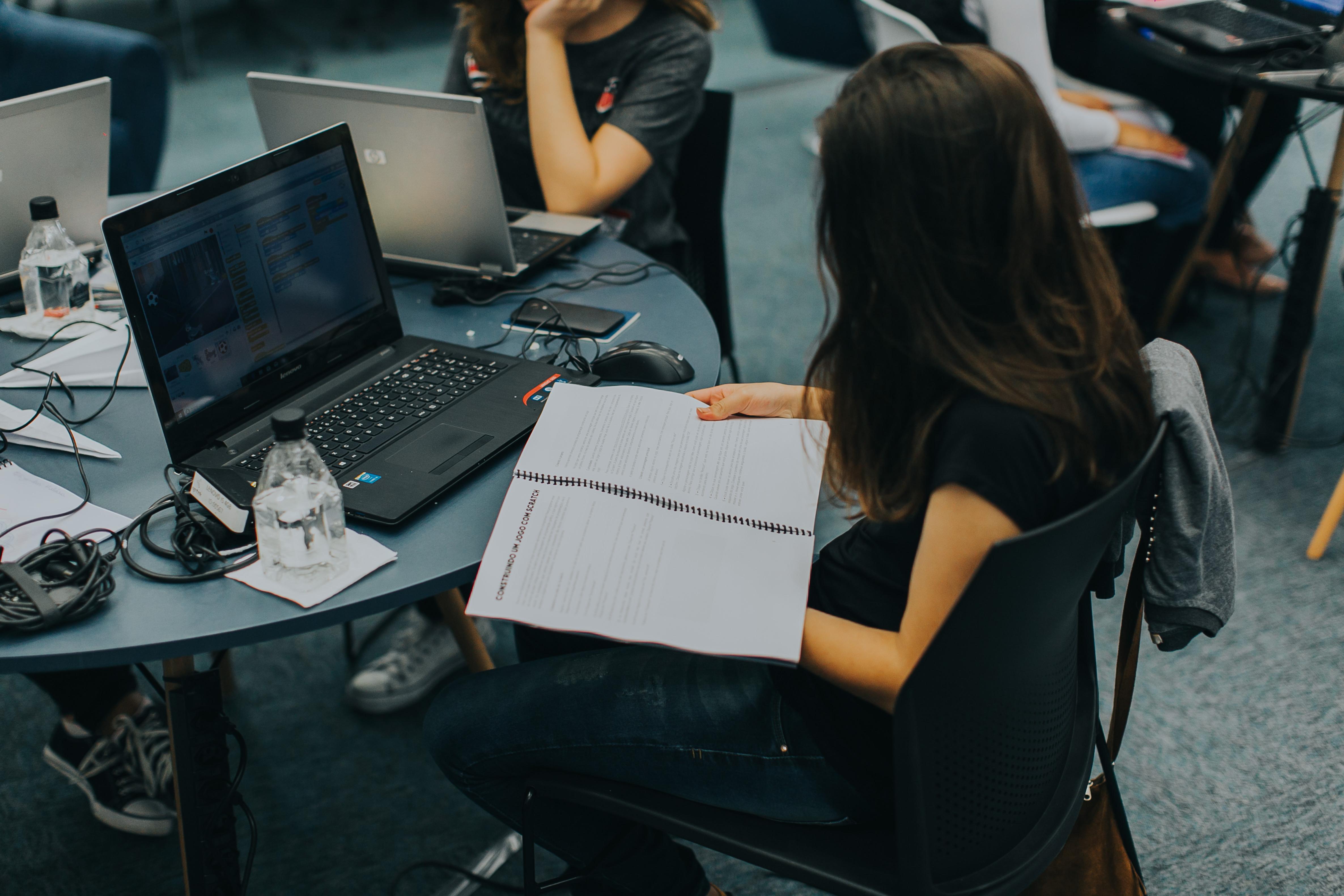 JA Brasil cria programa para estimular jovens a  voltar a sonhar com o futuro e não abandonar a escola